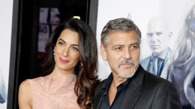 """Geroge Clooney mit seiner Frau Amal auf der Premiere von """"Our Brand Is Crisis"""", bei dem der Schauspieler als Produzent mitwirkte"""