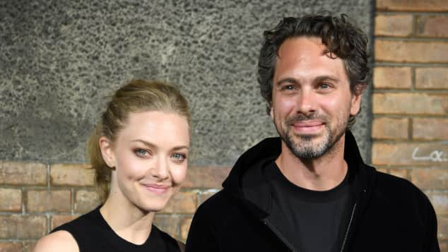 Amanda Seyfried und Thomas Sadoski bei der Pariser Fashion Week