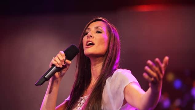 Angeliki Cordalis ist auch als Sängerin tätig