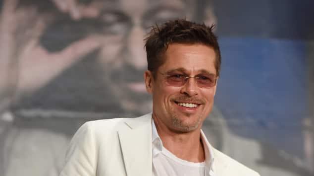 Brad Pitt im lässigen weißen Anzug