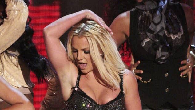 Britney Spears in Unterwäsche auf der Bühne Konzert