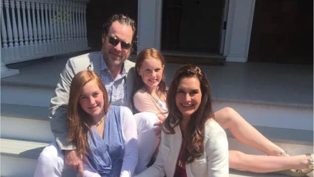 Brooke Shields, Chris Henchy und ihre zwei Töchter Die blaue Lagune was macht sie heute