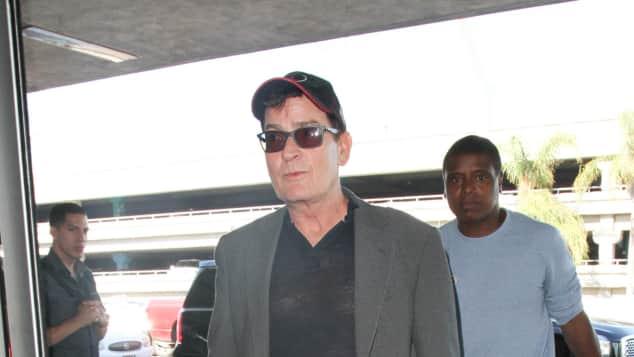 Charlie Sheen am Flughafen in Los Angeles