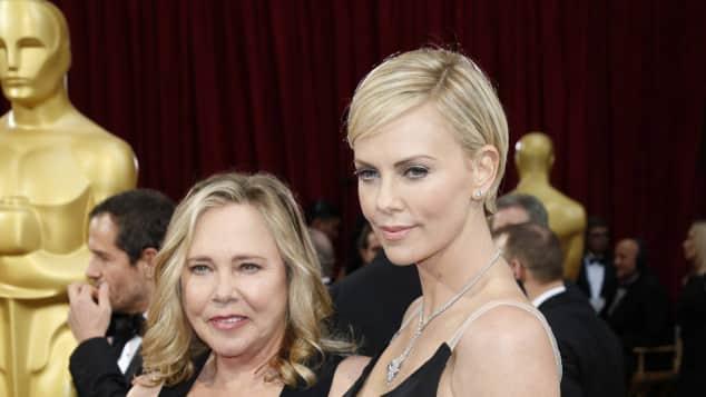 Charlize Theron und Mama Gerda