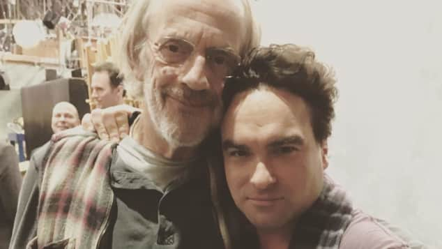 "Christopher Lloyd und Johnny Galecki am Set von ""Big Bang Theory"""