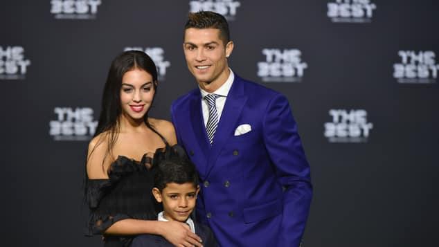 Fußballer Cristiano Ronaldo zeigt seine neue Freundin Georgina Rodriguez