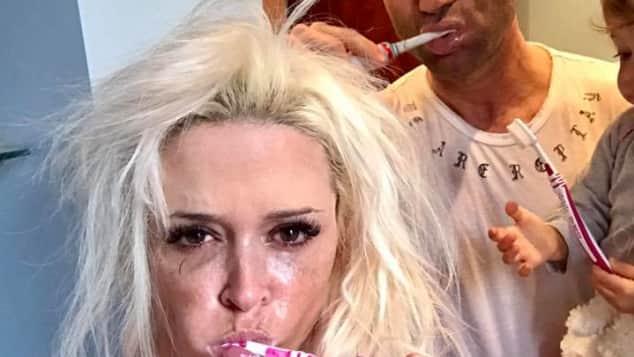 Facebook-Post Zähne putzen Daniela Katzenberger erntete viel Lob für dieses Badezimmer-Selfie
