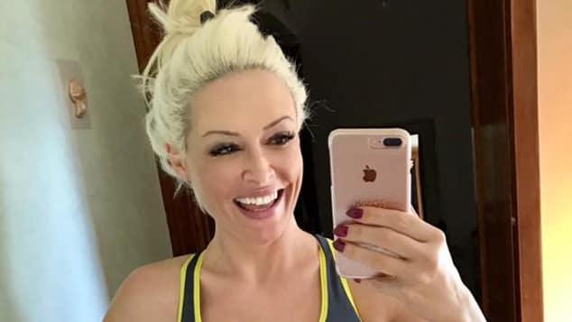 TV-Blondine Daniela Katzenberger super sexy mit Sport-BH