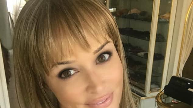 Daniela Katzenberger zeigt sich mit braunen Haaren und Pony