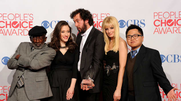 "Der ""2 Broke Girls"" Cast bei den People's Choice Awards Sitcom Erfolgsserie"