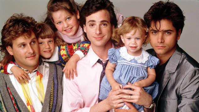 """Die """"Full House""""-Stars: """"Danny"""" mit seinen Töchtern und """"Jesse"""" sowie """"Joe"""""""