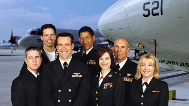 "Die ""JAG""-Darsteller: Patrick Labyorteaux, Chuck Carrington, David James Elliott, Scott Lawrence, Catherine Bell, John M. Jackson und Karri Turner"