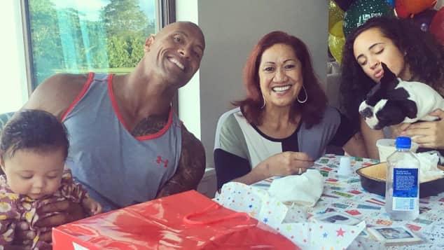 Dwayne Johnson feiert mit seiner Familie seinen Geburtstag
