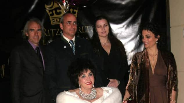 Elizabeth Taylor mit ihren Kindern Michael Wilding Jr., Christopher Edward Wilding, Maria Burton und Liza Todd Burton