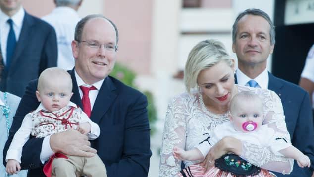 Fürst Albert und Charlene mit Jacques und Gabriella