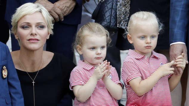 Spanische Weihnachtsbilder.Wie Niedlich Diese Weihnachtsbilder Der Monaco Zwillinge Entzücken