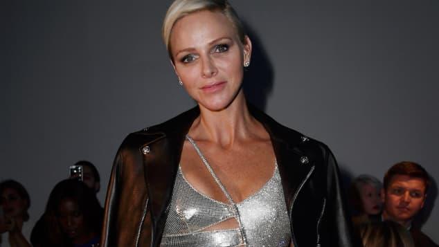 Fürstin Charlène von Monaco im stylishen Cut-Out-Kleid
