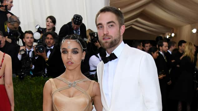FKA Twigs und Robert Pattinson sind immer noch super glücklich