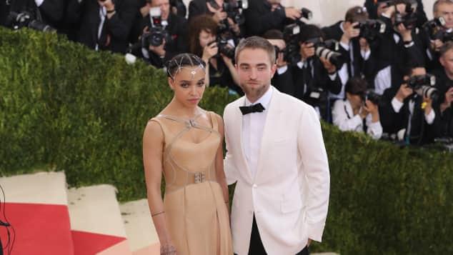 FKA Twigs und Robert Pattinson sind verlobt
