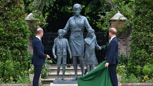 Prinz William, Prinz Harry und Prinzessin Diana Statue