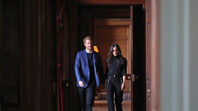 Meghan Markle zeigt sich schick neben ihrem Prinz Harry