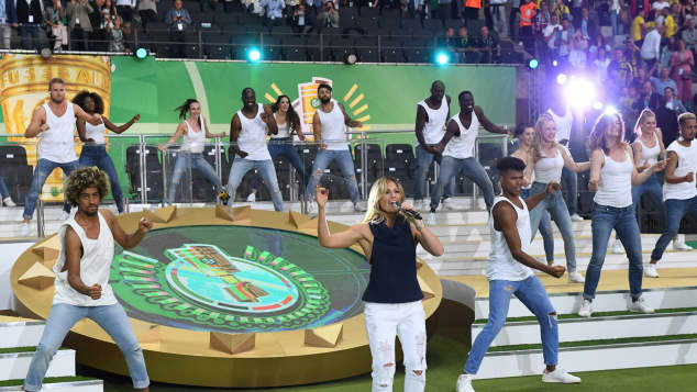 Helene Fischer reagiert auf das Pfeifkonzert ihres Auftrittes beim DFB-Pokal-Finale
