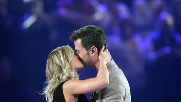 Helene Fischer und Florian Silbereisen küssen sich innig