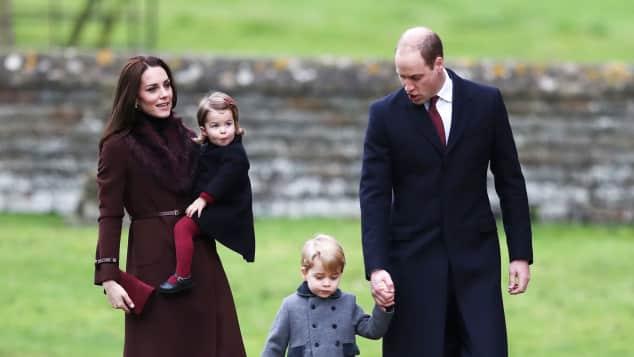 Prinz William besucht mit Herzogin Catherine, Prinz George und Prinzessin Charlotte den Gottesdienst an Weihnachten