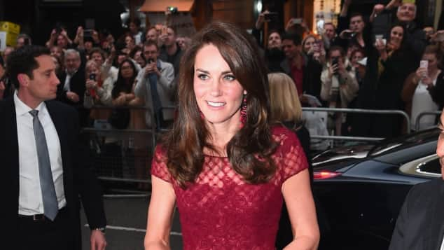 Herzogin Catherine Kate Middleton Lady in Red Roter Teppich Eröffnungsfeier Red Carpet