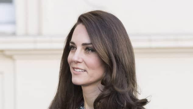 Catherine Herzogin von Cambridge Frisur Kleid