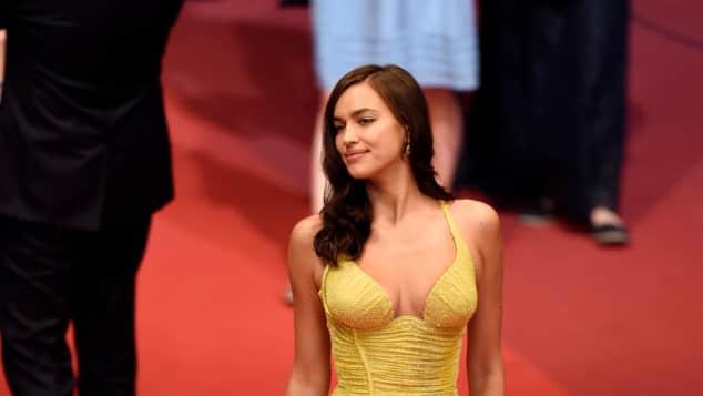 Irina Shayk gelbes Kleid Versace After-Baby-Body Traumfigur Filmfestspiele Cannes