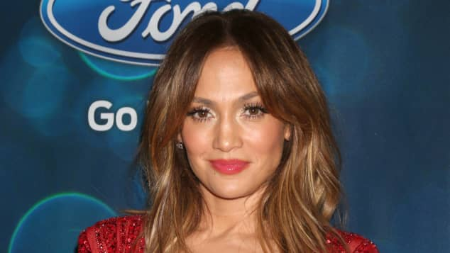 Jennifer Lopez begeistert im roten Jumpsuit