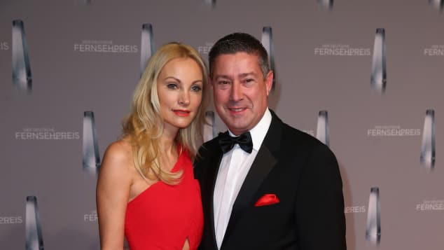Joachim Llambis Frau ist eine blonde Schönheit