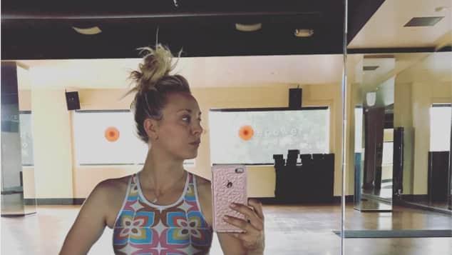 Kaley Cuoco zeigt sich super sportlich TBBT Star The Big Bang Theory Penny Sport Body heiß trainiert
