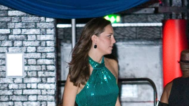 Kate Middleton 2008 farbenfroh beim Roller Skaten