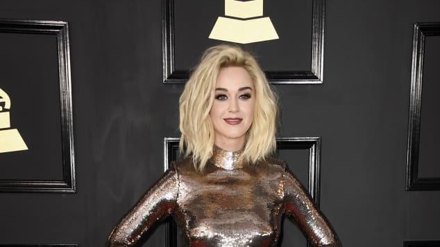 Katy Perry erschien bei den Grammys 2017 in diesem seltsamen Outfit