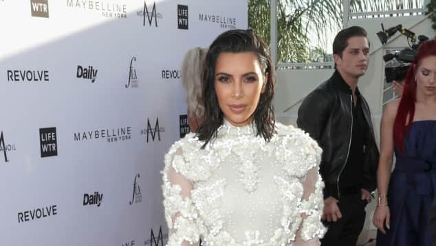 Kim Kardashian in weißem Traumkleid