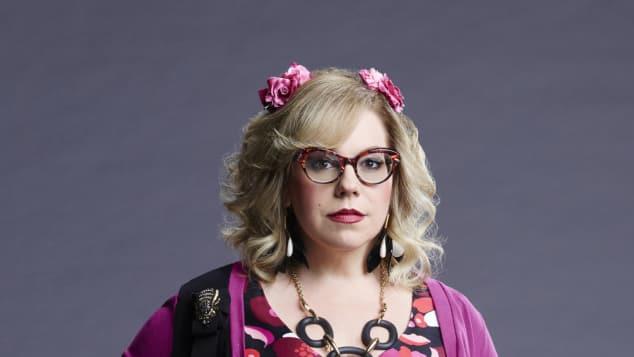 """Kirsten Vangsness spielt die technische Analystin """"Penelope Garcia"""" in """"Criminal Minds"""" ausgeflippter Style Bunt Pink"""