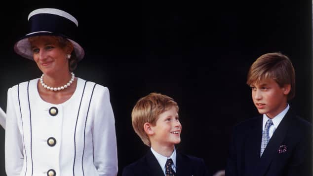 Prinz William, Lady Diana und Prinz Harry 1993 im Skiurlaub in Lech