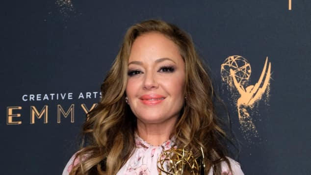 Leah Remini bei den Creative Arts Emmys 2017, King of Queens, Scientology