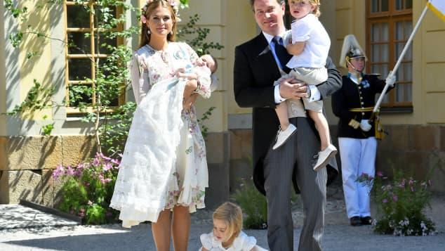 Die Schwedische Königsfamilie bei der Taufe von Prinzessin Adrienne