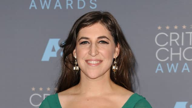 Mayim Bialik mit ihrem Critics' Choice Award