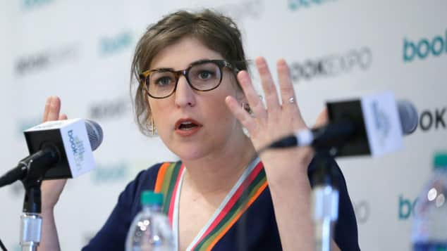 "Mayim Bialik aus ""The Big Bang Theory"" bei der BookCon 2017"