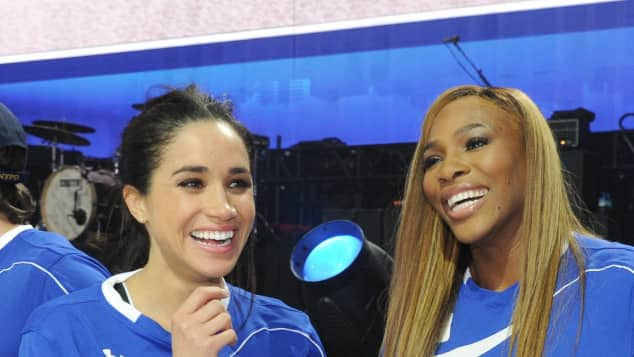 "Meghan Markle und Serena Williams bei der ""DirecTV's Celebrity Beach Bowl"", Suits, Tennis-Star"