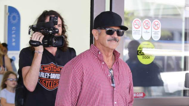 Mel Gibson: inkognito am Flughafen von LA