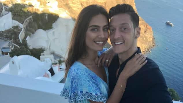 Mesut Özil mit Freundin Amine Gülse