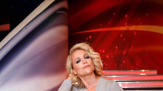 Schlagerstar Michelle Sängerin Sexy auf der Bühne heiße Bühnenoutfits