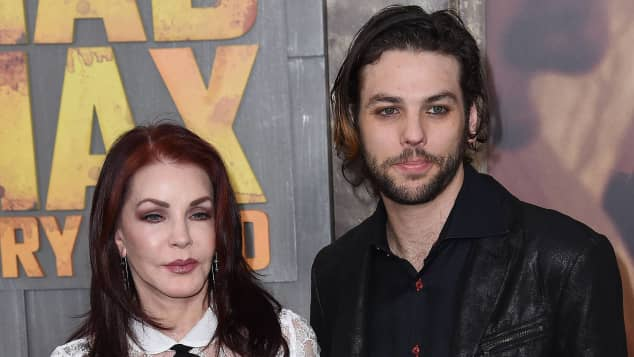 Priscilla Presley und ihr Sohn Navarone Garibaldi bei einer Veranstaltung im Jahr 2015
