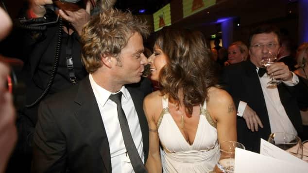Oliver Geissen küsst seine Frau Christina Plate