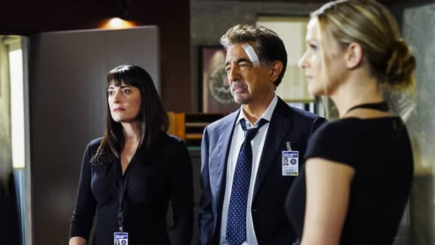 "Paget Brewster, Joe Mantegna und Andrea Joy Cook in ""Criminal Minds"", Staffel 13, ""Emily"", ""Rossi"", ""J. J."""